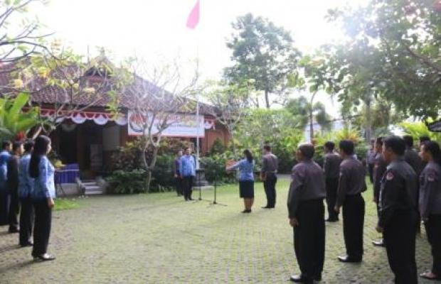 UPACARA HUT KEMERDEKAAN REPUBLIK INDONESIA KE-71 TAHUN DI SEKRETARIAT BAWASLU PROVINSI BALI
