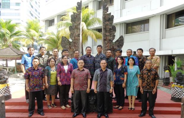 foto bersama  Kepala Sekretariat dan bedahara bawaslu dan panwaslu se-Provinsi Bali