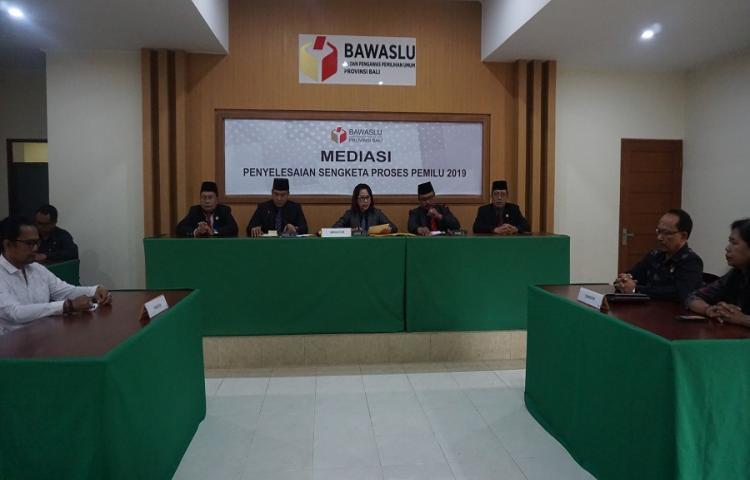 Bawaslu-Bali-Gelar-Pembacaan-Putusan-Hasil-Mediasi-Partai-Gerindra.html