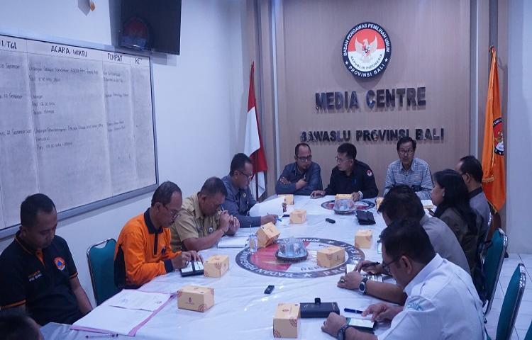 Bawaslu Bali Gelar Pertemuan Menyikapi Status Awas Gunung Agung dan Pengaruhnya terhadap pelaksanaan Pemilihan/Pemilu serentak 2018