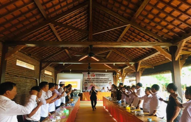 Bawaslu-Tabanan-Libatkan-Prebekel-Pengawasan-Pemilu-2019.html