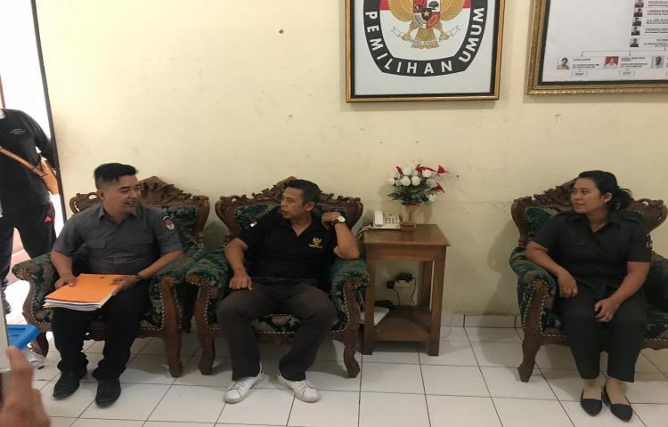 Kunjungan-Bawaslu-Provinsi-Bali-ke-KPU-Kabupaten-Gianyar-terkait-Penulisan-Riset-Pemilu-Serentak-2019.html