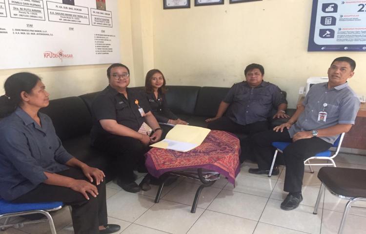 Kunjungan-Bawaslu-Provinsi-Bali-ke-KPU-Kota-Denpasar--terkait-Penulisan-Riset-Pemilu-Serentak-2019.html