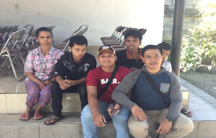 Panwaslu-Kota-Denpasar-Peduli-Anak-Yatim.html