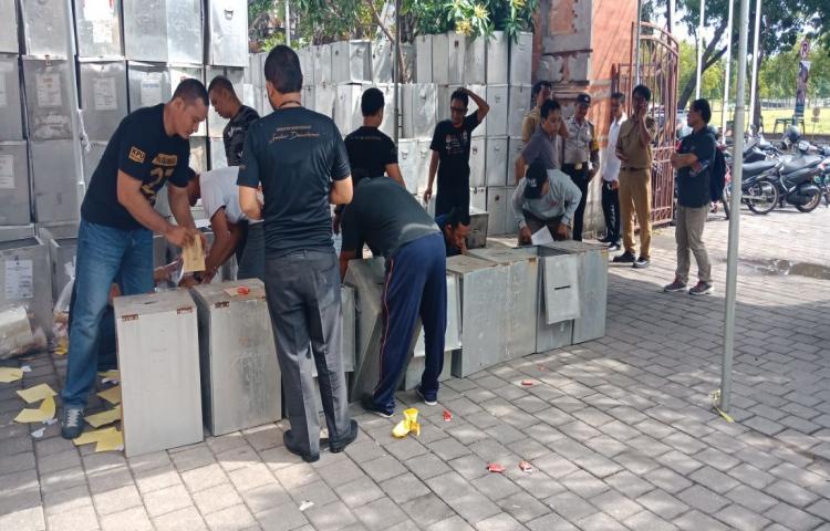 Pengawasan-Proses-Pendistribusian-Logistik-Pemilihan-Gubernur-Bali-Tahun-2018.html