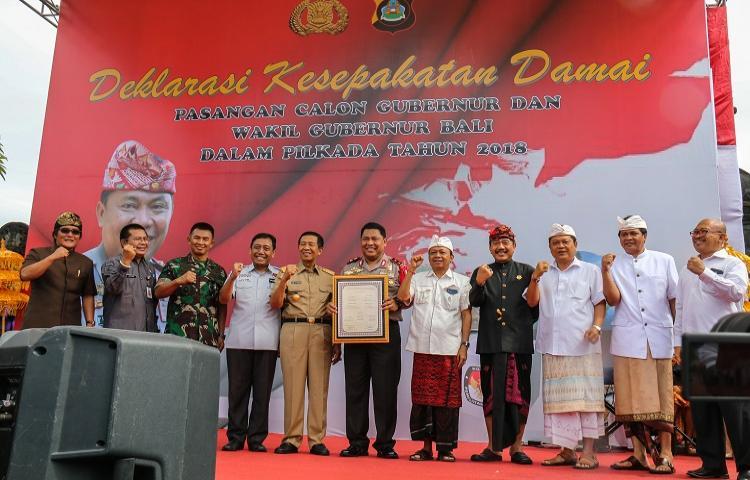 Polda-Bali-Gelar-Deklarasi-Kesepakatan-Damai-Paslon-Gubernur-dan-Wakil-Gubernur-dalam-Pilkada-tahun-2018.html