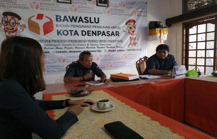 Supervisi-Ke-Bawaslu-Kota-Denpasar-berkaitan-Penulisan-Riset-Pemilu-Serentak.html