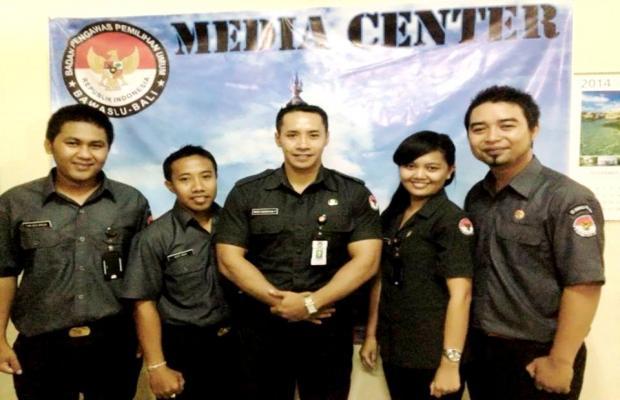 Foto Bersama Divisi Pengawasan beserta Kasubag TP3 Bawaslu Provinsi Bali Tahun 2014