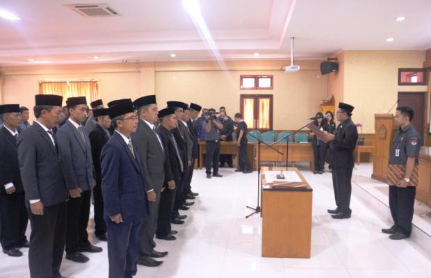 Pelantikan Panitai Pengawas Pemilihan Kab/Kota Oleh Ketua Bawaslu Provinsi Bali