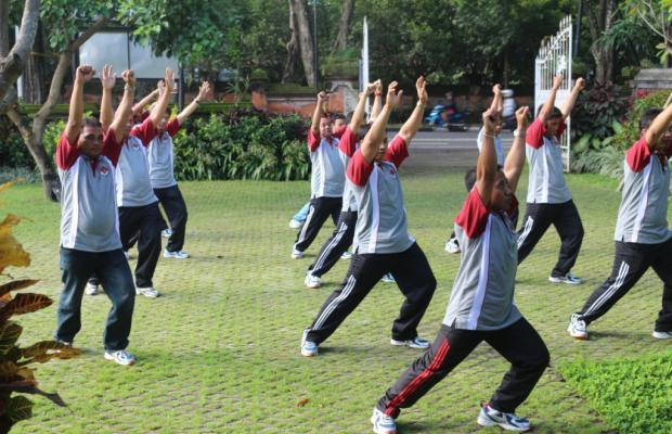 Sekretariat Bawaslu Provinsi Bali sedang melaksanakan Senam Jantung Sehat